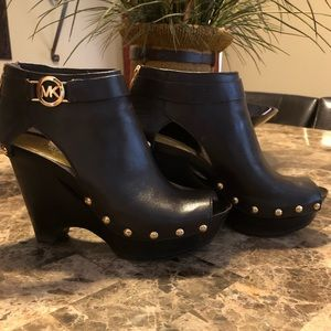 EUC beautiful genuine leather MK wedges